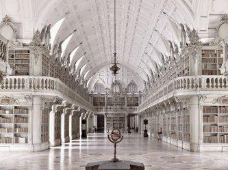 Die Biblioteca do Convento in Mafra in Portugal Foto: Massimo Listri/Taschen Verlag