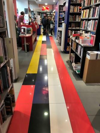Die Flaggenfarben dieser Welt. Fotos: Bücheratlas