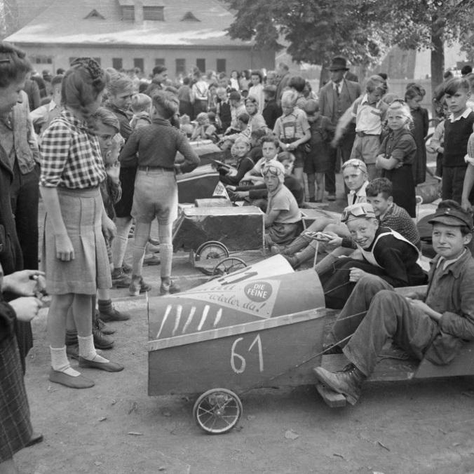 Heinrich Pieroth, Seifenkistenrennen, 1950, Scan von Film-Negativ 6x6 cm